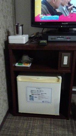 Elcasa Minami-Fukuoka:                   電気ポットと冷蔵庫 電気ポットは水からは時間がかかりました。 洗面台の給湯を沸かすことを勧めます。 冷蔵庫のコンプレッサーノイズは我慢できる範囲かな…