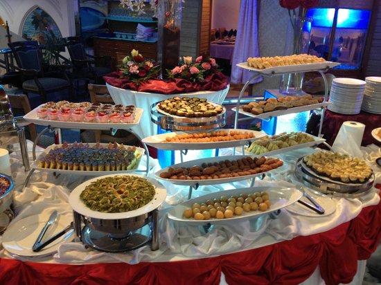 Al Nafoura Restaurant: sweets buffet