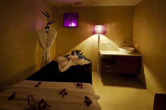 Ramada Chennai Egmore: Eternum Spa Massage room