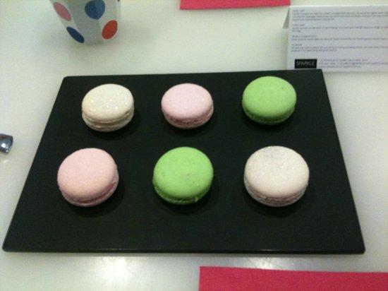 Travelicious Tours:                   Sparkle cupcakes Macarons