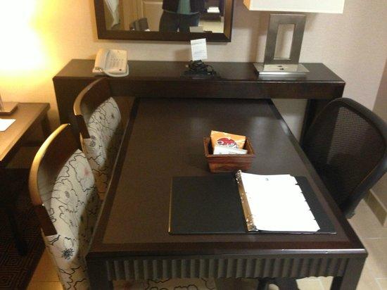 Embassy Suites by Hilton Palmdale:                   Desk