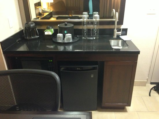 Embassy Suites by Hilton Palmdale :                   Wet Bar