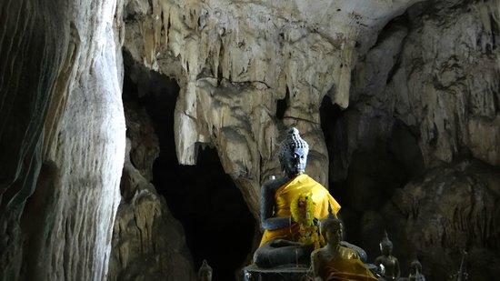 River Kwai Resotel :                                     la grotte!! elle est grande, prévoir 200bth par personne et