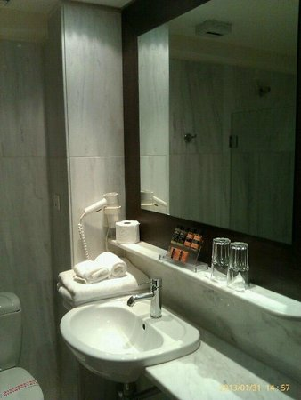 Hermes Hotel:                   Bathroom