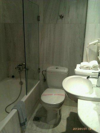 Hermes Hotel:                   Bathroom