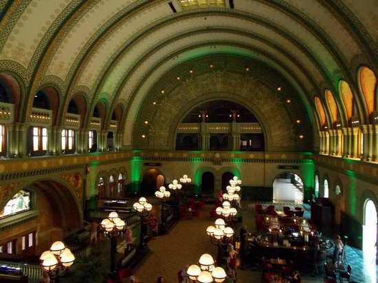 St. Louis Union Station Hotel, Curio Collection by Hilton: main hall at union station