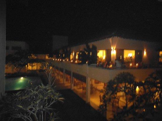 เมอร์เมด โฮเต็ล & คลับ:                   The Hotel Resturant at night
