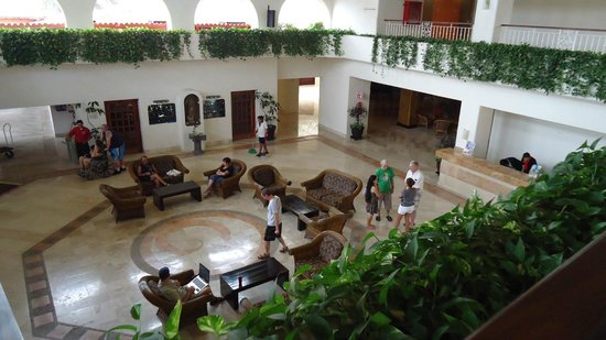 Canto Del Sol Plaza Vallarta:                   Lobby Area is always bustling with people coming and going