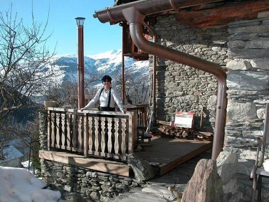 La ferme d'Angele:                                                       du chalet vue magnifique sur les montagnes