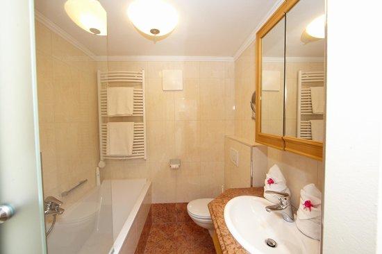 Hotel Sonnblick: Badezimmer
