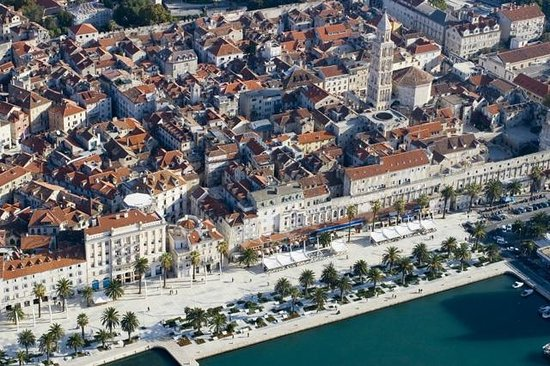 Divota Apartment Hotel: Split location