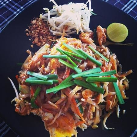 Chaweng Chalet Resort:                   chicken phad Thai