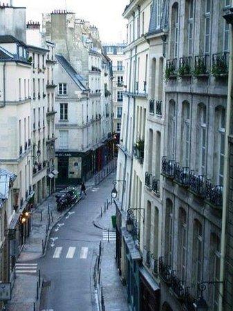 Hotel de la Bretonnerie:                   Blick in die Rue Sainte Croix de la Brétonnerie: Sonntag morgen