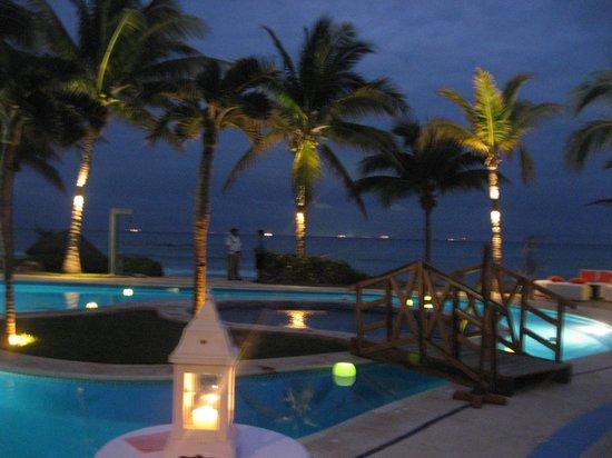 ماهيكال بيتش ريزورت:                                                                         Wedding night pool     