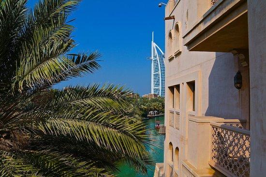 Jumeirah Al Qasr at Madinat Jumeirah:                   Вид с балкона.