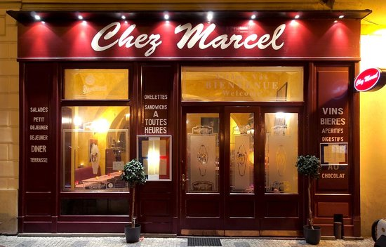 Chez Marcel: Entrance by night