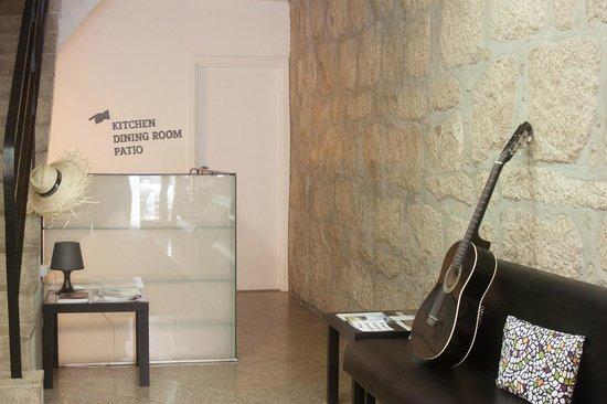 Porto Alive Hostel: entrance
