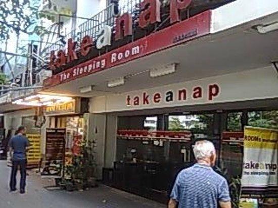 Take a Nap Hotel:                   正面外観