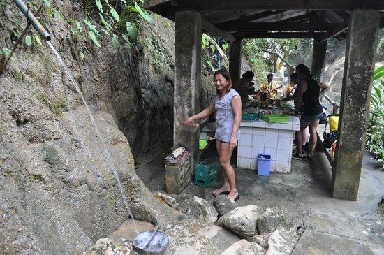 Mag-aso Falls :                   Нам приготовили привезенные с собой рыбу и овощи