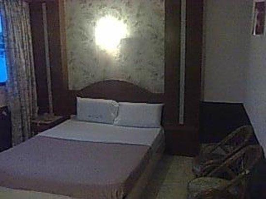Royal Inn Sadao:                   ファンルーム