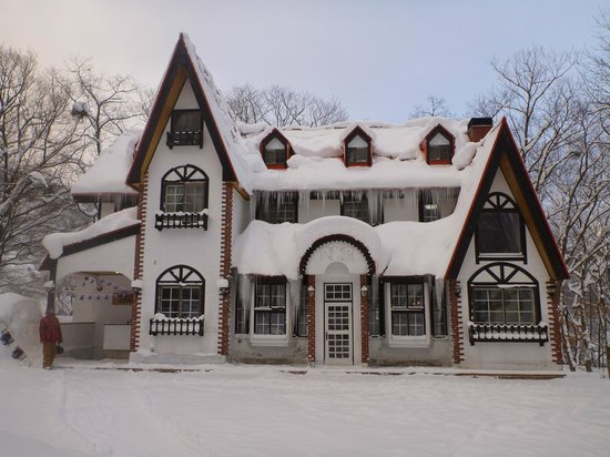 Panketo Lodge:                   in the snow
