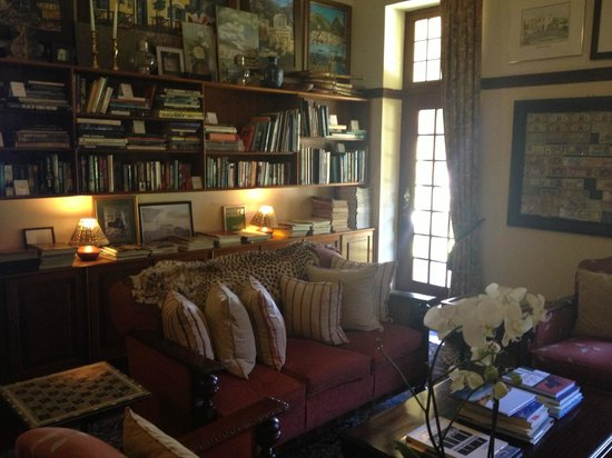 Camps Bay Retreat:                   The library
