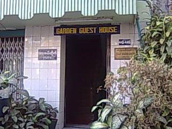 Garden Guest House:                   施設入り口