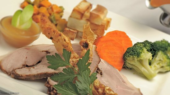 Nick's Swiss Italian Restaurant: Our fantastic roast pork with seasonal vegetables, apple sauce and crackling