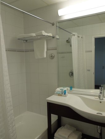 Novotel Rotorua Lakeside: The bathroom