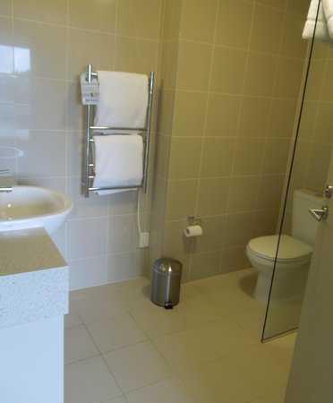 Auckland Takapuna Oaks:                   Bathroom of our 1-bedroom apartment