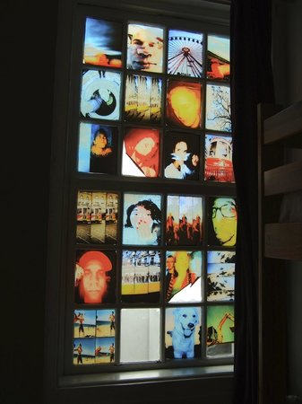 Living Lounge Hostel:                   Lomographie Dorm Window