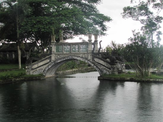 Tirta Gangga :                   bridge