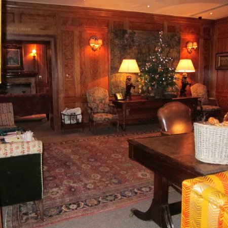 Covent Garden Hotel:                                     Lounge room