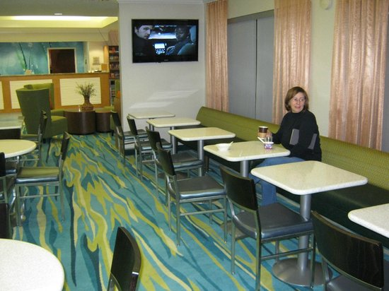 SpringHill Suites Lawton :                   Dining Room