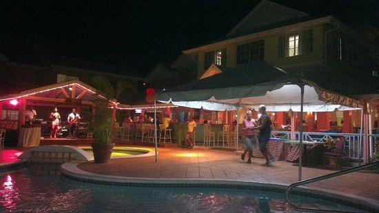 Bay Gardens Hotel:                   pool party