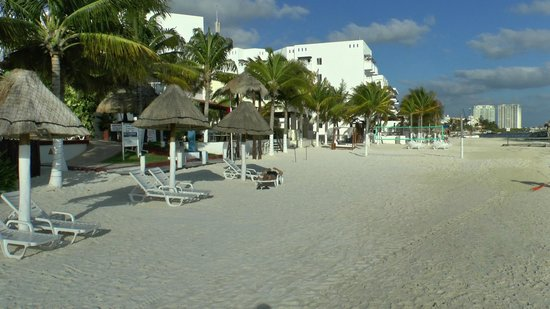 Holiday Inn Cancun Arenas:                   Early Morning on Beach
