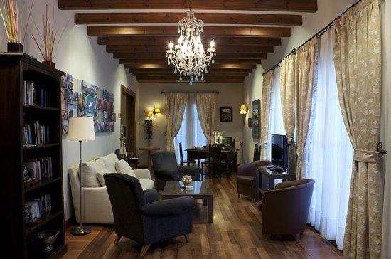 Les Rotes Hotel : saloncito Marineta Casiana