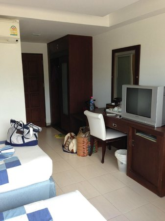 Chaweng Budget Hotel:                   Room