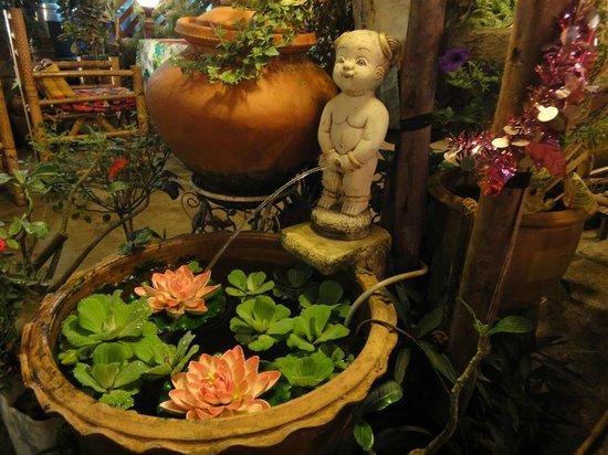 Panviman Koh Chang Resort:                   Кафешка-ресторанчик. Очень вкусно. Выйти на главную улицу, направо, перейти до
