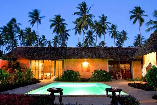 Zanzi Resort : your villa by night
