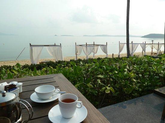 Hansar Samui Resort : Desayuno con vista al mar
