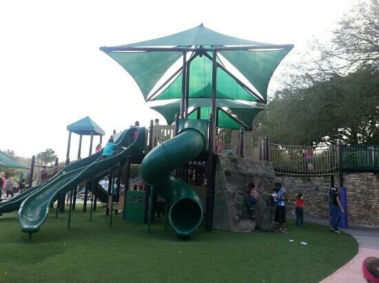 Common Ground Park:                                     a mi hija le encato no se queria salir
