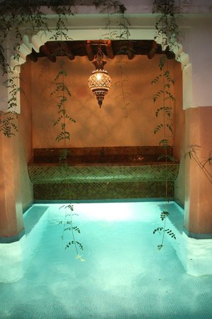 Riad Asna :                   Courtyard and lovely fountain/minipool