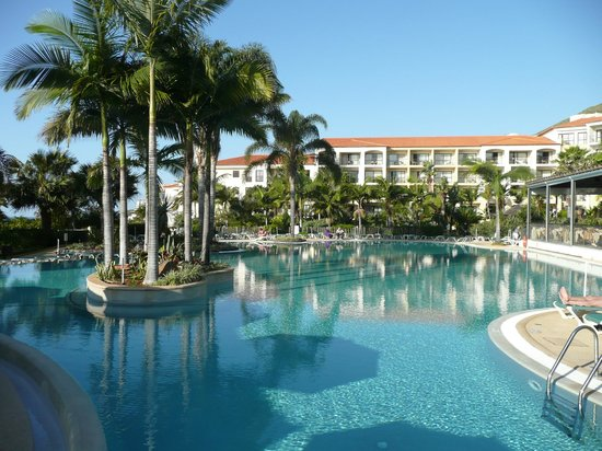 Suite Hotel Eden Mar :                   outside pool