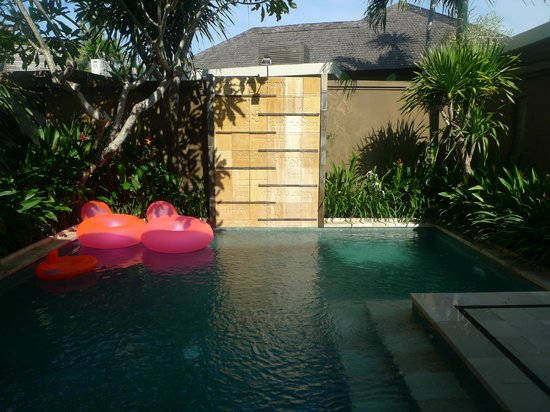 Ahimsa Beach Resort:                   3bdr pool