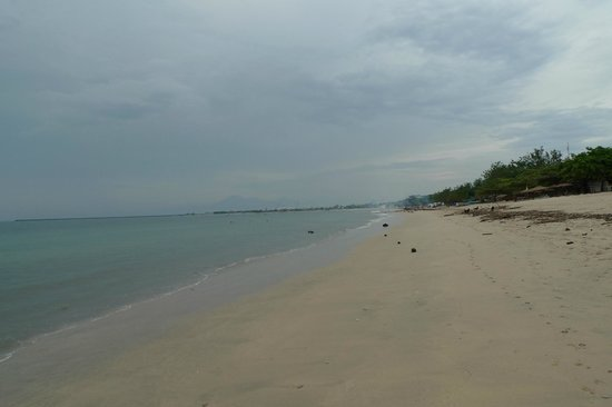 Ahimsa Beach Resort:                   beach daytime