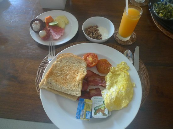 Ahimsa Beach Resort:                   breakfast