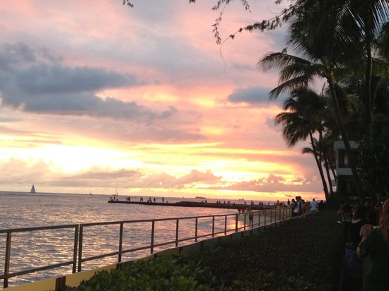 Halekulani Hotel:                   Sunset at House without a Key