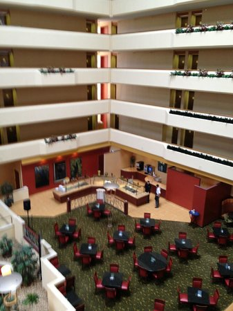 University Plaza Hotel and Convention Center: Breakfast Buffet Area