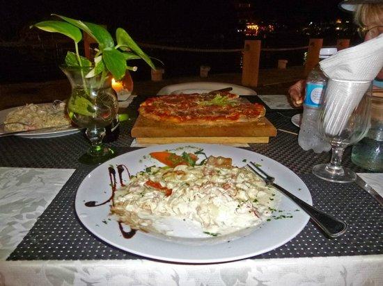 Dolce Vita :                                     Fetticine alfredos & pizza